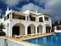 Parque da Floresta-Beautiful 4 bedroom villa with pool and garage