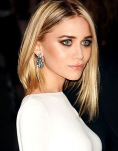 Ashley Olsen natural hair color is light brown. Ashley Olsen very beautiful green eyes. She loves blond and caramel hair color. Bottom color of her hair natural hair color. Do they like your hair color? Number of hair dyes caramel and and light blonde. Hair Dos, My Hair, Beauty Makeup, Hair Beauty, Makeup Style, Sexy Makeup, Clean Makeup, Blonde Beauty, Cool Blonde Hair