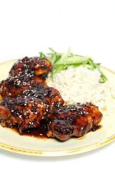 Indische kip met ketjapsaus (semur ajam) is een ideaal hoofdgerecht voor doordew… Indian chicken with ketjap sauce (semur ajam) is an ideal main course for weekdays with basmati rice and cucumber salad. I Love Food, Good Food, Yummy Food, Indian Food Recipes, Asian Recipes, Dutch Recipes, Food Porn, Comida Latina, Healthy Slow Cooker