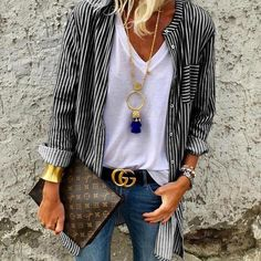 Casual outfit -striped shirt in navy and white always looks fantastic. Mode Outfits, Casual Outfits, Fashion Outfits, Fashion Ideas, Fashion Trends, Fashion Boots, Dress Fashion, Fashion Sandals, Fashion Clothes