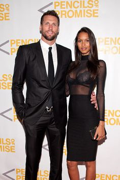 Super sexy interracial couple on the red carpet Mixed Couples, Black Couples, Couples In Love, Lais Ribeiro, Black Woman White Man, Black Love, Interacial Couples, Sunday Outfits, Interracial Love