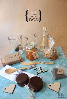 Contenido: Caja - 2 Tazas de vidrio - 2 Cucharas de bambú + servilletas - Té, 2 saquitos de tela - 2 mini alfajores - Chocolate chip cookies - Tostadas - Frasco de dulce casero + espátula de bambú  - Los pedidos se realizan con 72hs. de anticipación.