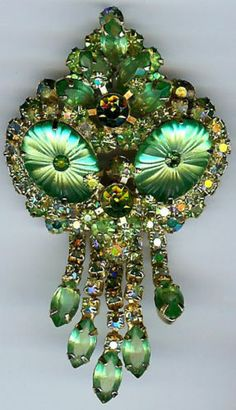 There are no missing stones and the pin clasp is secure. Rhinestone Jewelry, Vintage Rhinestone, Vintage Brooches, Vintage Costume Jewelry, Vintage Costumes, Antique Jewelry, Vintage Jewelry, Jewel Tone Colors, Christian Dior