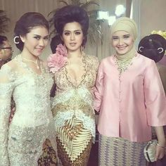 Kebaya in the middle Kebaya Lace, Kebaya Hijab, Kebaya Brokat, Dress Brokat, Kebaya Dress, Batik Kebaya, Batik Dress, Lace Dress, Traditional Fashion