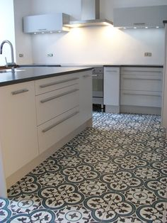Designerküche kombiniert mit Zementfliesen Dekoren.