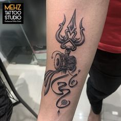Simple Hand Tattoos, Hand Tattoos For Guys, Small Girl Tattoos, Band Tattoo Designs, Small Tattoo Designs, Tribal Tattoos For Men, Men Tattoos, Geometric Tattoos, Black Tattoos