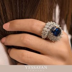 Blue sapphire diamond ring help the simple outfit looks extraordinary and prettier Gems Jewelry, High Jewelry, Jewelry Art, Jewelery, Jewelry Accessories, Jewelry Design, Diamond Rings, Diamond Jewelry, Or Rose