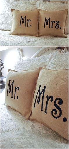 Dekoracyjne poduszki jako dekoracja domu Panny Młodej
