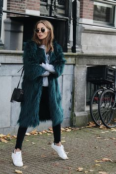 Faux fur coat in green is life! Fall Winter Outfits, Autumn Winter Fashion, Winter Style, Casual Outfits, Fashion Outfits, Petite Outfits, Green Coat, Gray Green, Womens Fashion For Work