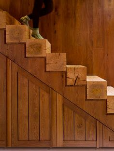 <3    -----   Staircase Made From Pallets   ---  #pallets
