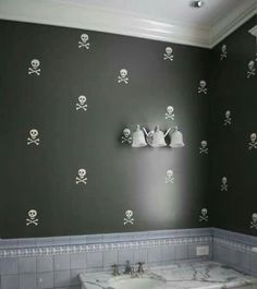 Stenciled Skulls - so cute (the blue tile not so much) - PIRATE bathroom Hm Deco, Grey Bathroom Paint, Zebra Bathroom, Nature Bathroom, Pirate Bathroom, Goth Home, Ideas Hogar, Skull Decor, Gothic Home Decor