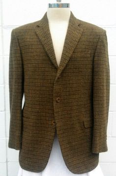 This Gorgeous pre-owned, Revival- Hickey Freeman Multi Colored Tweed Sport Coat MINT CONDITION!! Looks Brand New!! Luxury and High Fashion with that Classic Fall Look. * Colors: Olive, Brown, Green an