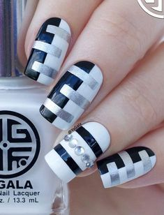 55 Stripes Nail Art Ideas Black and white will never go out of fashion. Make stripes using black and white nail polish and just add a touch of glitter to get ultra modern finish. Well-manicured nails not only beautify hands but are also a manifestation Co Aqua Nails, Matte Nails, Acrylic Nails, Oval Nails, Shellac Nails, Diy Nails, Nail Art Stripes, Striped Nails, White Nail Polish