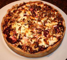 Hartige taart met rode bieten, geitenkaas en walnoten