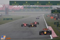 Fotospecial: Verstappens achtbaanweekend in China Chinese Grand Prix, Daniel Ricciardo, Red Bull Racing, Shanghai, Ferrari, China 2017, Van, Formula 1, Vans