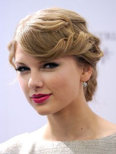 Taylor Swift - retro twist bun