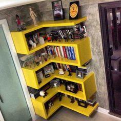 Prateleiras para quarto 4 - Prateleiras para quarto: Como decorar e organizar ao mesmo tempo! Wall Shelves, Corner Shelves, Home Projects, Home And Living, Bookcase, Sweet Home, Bedroom Decor, House Design, Interior Design