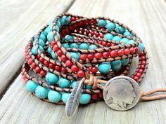 Sud-ouest de Turquoise et de corail perles Bracelet en cuir Wrap avec plume en argent sterling charment x 5, bracelet d