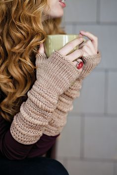 Ravelry: Prolix Mitts pattern by Laura Nelkin