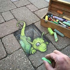Little Dragon, Street Art Artist: David Zinn, Straßenkreide 3d Street Art, Amazing Street Art, Street Art Graffiti, Amazing Art, Graffiti Artists, Berlin Graffiti, Awesome, David Zinn, Chalk Artist