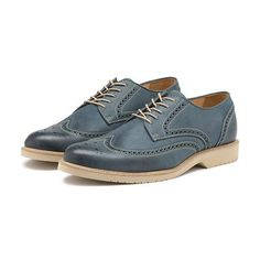 "<span style=""color:#999999;""><span style=""font-size:12px; letter-spacing:.05em; line-height:150%;"">A wonderful Wingtip for the modern era, the Gregory offers a classic design in updated and fashion-conscious color selections.</span>"