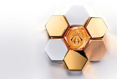 This year, the Abeille Royale line composed of exceptional active ingredients –Guerlain. Creme Anti Rides, Creme Anti Age, Royal Jelly Uses, Honey Cosmetics, Honey Packaging, Lotion, Beauty Corner, Cosmetic Design, Beauty Illustration
