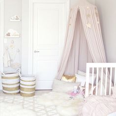 We've got details of this cute room by @winterdaisykids on the blog today.  Link in profile.
