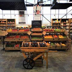 Fruit And Veg Shop, Retail Displays, Shop Displays, Merchandising Displays, Window Displays, Shop Shelving, Vegetable Shop, Retail Store Design, Farm Shop