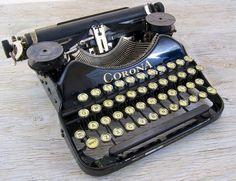 Working Vintage Corona Four Portable Typewriter by anodyneandink, $215.00