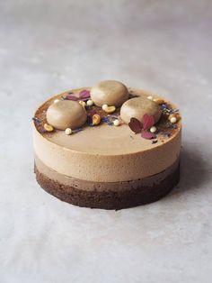 Min nye yndlingskage: Mælkechokolade- og peanutbuttermoussebombe med ganache og peanutpraliné