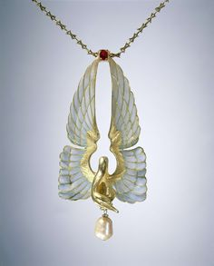 Art Nouveau jewellers styled fashionable pieces for their elite clients. Find out more in our Art Nouveau exhibition. Bijoux Art Nouveau, Art Nouveau Jewelry, Jewelry Art, Vintage Jewelry, Jewelry Design, Jewellery, Bird Jewelry, Vintage Accessories, Lalique Jewelry