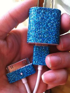 DYI example of an iPhone glitter charger. Cute idea and easy to make using craft glue and glitter.