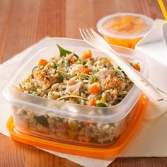 Rice salad with chicken and herbs Rice Recipes, Salad Recipes, Cooking Recipes, Confort Food, Daycare Menu, Kids Menu, Rice Salad, Cold Meals, Chicken Salad