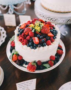fresh berry cake | Rachel May #wedding