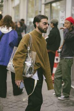 casual mens fashion that look cool 836932 Fashion Week Paris, Winter Fashion, Mens Fashion Week, Paris Street Fashion, Womens Fashion, Look Fashion, Fashion News, Fashion Outfits, Fashion Trends