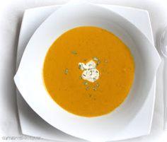 """Kennt Ihr die Dinnershow """"Pomp Duck and Circumstance"""" ?  Dort wird diese leckere Tomaten-Karotten-Suppe serviert.  Sie eignet sich prima als..."""