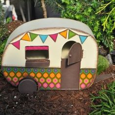Vintage-Inspired Fairy Garden Camper - What's New - Dollhouse Miniatures - Doll Making Supplies - Craft Supplies Fairy Doors, Gnome Garden, Big Garden, Garden Paths, Miniature Fairy Gardens, Fairy Land, Fairy Houses, Craft Projects, Diy Crafts