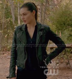Hayley's black moto jacket on The Originals Hayley The Originals, Vampire Diaries Fashion, Pretty Little Liars Fashion, Fandom Outfits, Davina Claire, Floral Sundress, Phoebe Tonkin, Themed Outfits, Character Outfits
