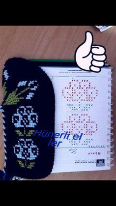 Knitted Slippers, Knitting, Crochet, Mavis, Cross Stitch Flowers, Slipper, Notebooks, Punto De Cruz, Dots