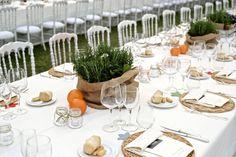 rustic centerpiece with herbs http://weddingwonderland.it/2016/06/matrimonio-country-arcobaleno.html
