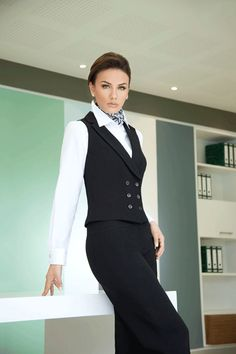 Grupo Vanity ® | Uniformes Vanity Business Outfits, Business Attire, Office Outfits, Office Fashion, Work Fashion, Fashion Outfits, Pinstripe Suit Women, Chaleco Casual, Estilo Tomboy