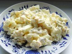 Vajíčkový salát necháme před podáváním alespoň hodinu proležet.