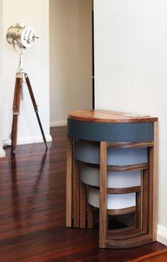 4つの丸いテーブル、重ねて使う? バラバラで使う? | roomie(ルーミー)