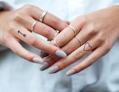 Excellent tiny tattoos ideas are available on our internet site. Tattoo Cover, Mädchen Tattoo, Herz Tattoo, Piercing Tattoo, Back Tattoo, Tattoo Moon, Dream Tattoos, Mini Tattoos, Body Art Tattoos