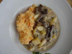 Rindergeschnetzeltes mit Frühlingszwiebeln und Äpfeln nach diesem Rezept: http://www.lecker.de/rezept/641785/Rindergeschnetzeltes-mit-Apfelspalten-und-Moehren-Pueree-Diaet.html