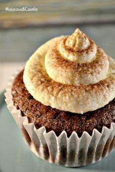Manzana&Canela: Cupcakes veganos de cacao y coco Healthy Cupcakes, Vegan Cupcakes, Vegan Cake, Healthy Desserts, Vegan Foods, Vegan Recipes, Kokos Cupcakes, Buffets, Sweet Recipes
