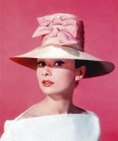 Audrey Hepburn e seus chapéus