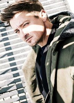Jeremy Renner for AugustMan Magazine (2016) Personnage : James, reeducateur d'Ivy