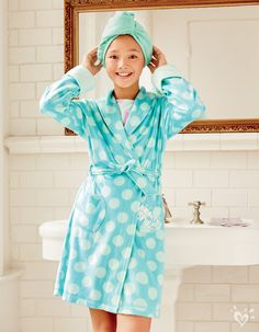 Spotted: a soft & cozy robe that belongs under the tree!