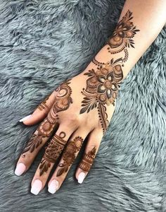 50 Most beautiful Amritsar Mehndi Design (Amritsar Henna Design) that you can apply on your Beautiful Hands and Body in daily life. Latest Arabic Mehndi Designs, Back Hand Mehndi Designs, Mehndi Designs 2018, Mehndi Designs For Girls, Mehndi Designs For Beginners, Modern Mehndi Designs, Bridal Henna Designs, Mehndi Design Photos, Mehndi Designs For Fingers